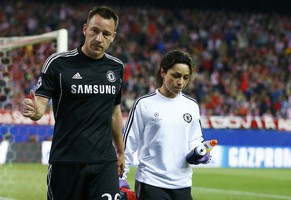 Chelsea's captain John Terry is escorted off the pitch by the team doctor Eva Carneiro after being injured during their Champion's League semi-final first leg soccer match against Atletico Madrid at Vicente Calderon stadium in Madrid, April 22, 2014.    REUTERS/Darren Staples (SPAIN  - Tags: SPORT SOCCER)