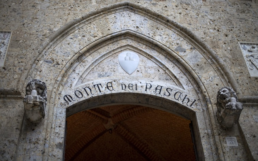 epa05667680 (FILE) A file photo dated 23 March 2016 shows Banca Monte dei Paschi di Siena (BMPS or MPS) headquarters in Piazza Salimbeni, in Siena, Italy. According to media reports on 09 December 2016, the European Central Bank (ECB) has rejected Monte dei Paschi's request for more time to raise capital.  EPA/MATTIA SEDDA