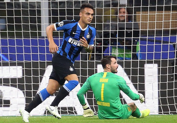 epa07944150 Inter Milans Lautaro Martinez (L) celebrates scoring during the UEFA Champions League group F soccer match between FC Inter and Borussia Dortmund at the Giuseppe Meazza stadium in Milan, Italy, 23 October  2019.  EPA/MATTEO BAZZI