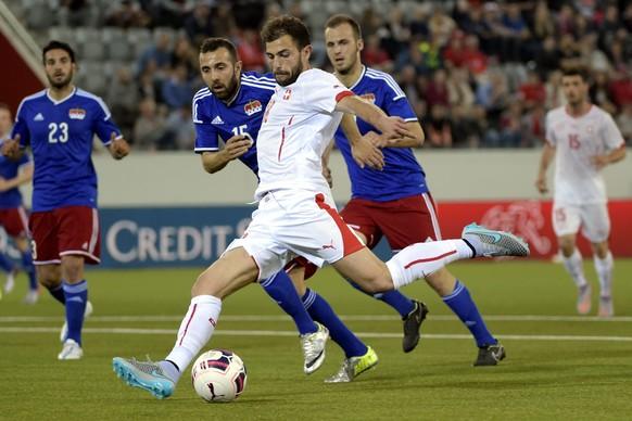 epa04792669 Swiss Admir Mehmedi in action during the international friendly soccer match between Switzerland and Liechtenstein at the Stockhornarena in Thun, Switzerland, 10 June 2015.  EPA/ALESSANDRO DELLA VALLE