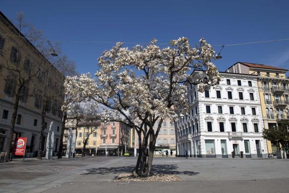 Ein leerer Platz aufgrund der Coronavirus Pandemie aufgenommen am Montag, 16. Maerz 2020 in Lugano. (KEYSTONE/Ti-Press/ Davide Agosta)