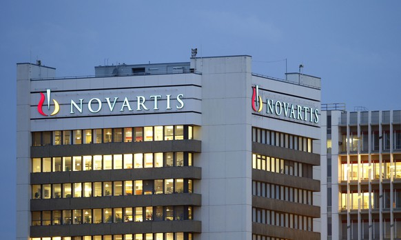 The logo of Swiss drugmaker Novartis is seen at its headquarters in Basel in this October 22, 2013 file photo. Away from the limelight, Switzerland's Novartis is testing new anti-ageing roles for existing drugs, which could keep people alive for longer, as they look to cater to the ever larger numbers living into their 80s and beyond. REUTERS/Arnd Wiegmann/Files (SWITZERLAND - Tags: BUSINESS LOGO HEALTH)