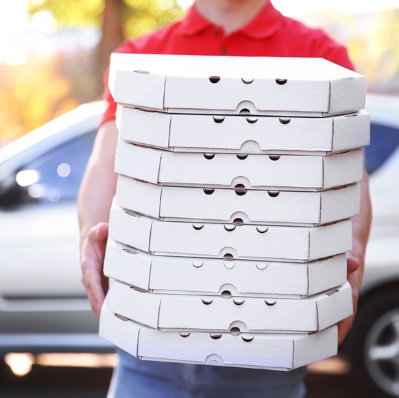 pizza delivery pizzakurier essen food