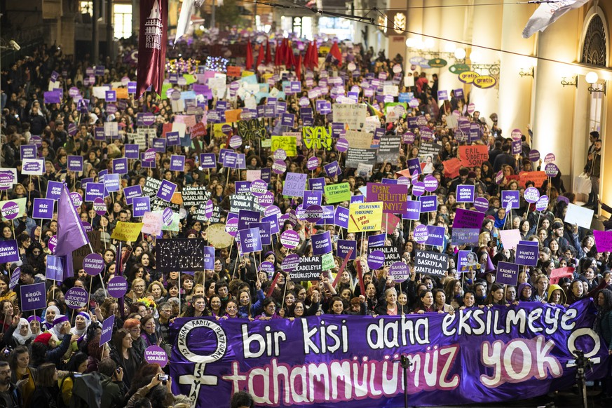 Tränengas an Demonstration in Istanbul