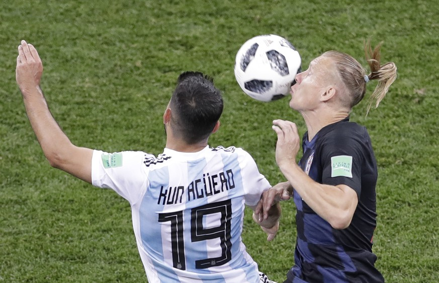 Argentina's Sergio Aguero, left, and Croatia's Domagoj Vida, right, compete for the ball during the group D match between Argentina and Croatia at the 2018 soccer World Cup in the Nizhny Novgorod stadium in Nizhny Novgorod, Russia, Thursday, June 21, 2018. (AP Photo/Michael Sohn)