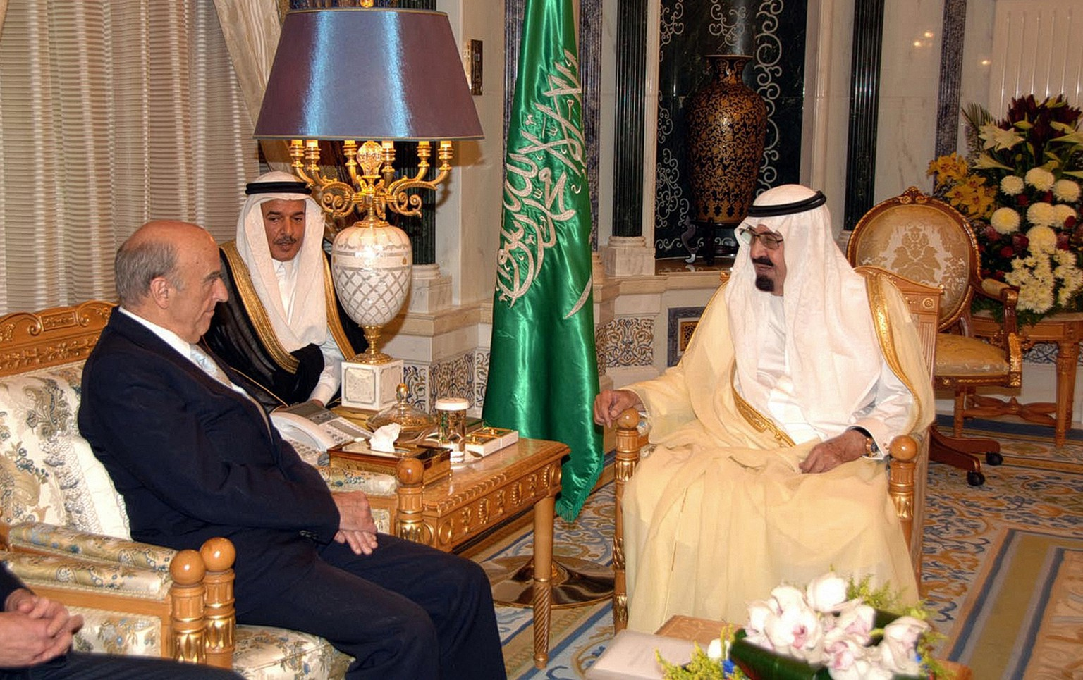 In this photo released by Saudi Press Agency, Swiss Federal President Hans-Rudolf Merz, left, speaks with King Abdullah of Saudi Arabia in Riyadh, Saudi Arabia, Sunday, May 24, 2009. (AP Photo/Saudi Press Agency) ** EDITORIAL USE ONLY, NO SALES **
