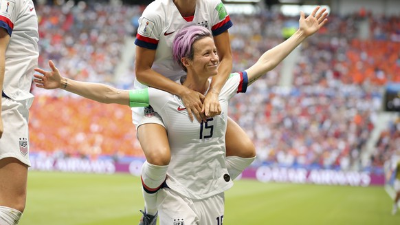 United States' Megan Rapinoe (15) and teammates celebrate after Rapinoe scored the opening goal from the penalty spot during the Women's World Cup final soccer match between U.S. and The Netherlands at the Stade de Lyon in Decines, outside Lyon, France, Sunday, July 7, 2019. (AP Photo/Francisco Seco)