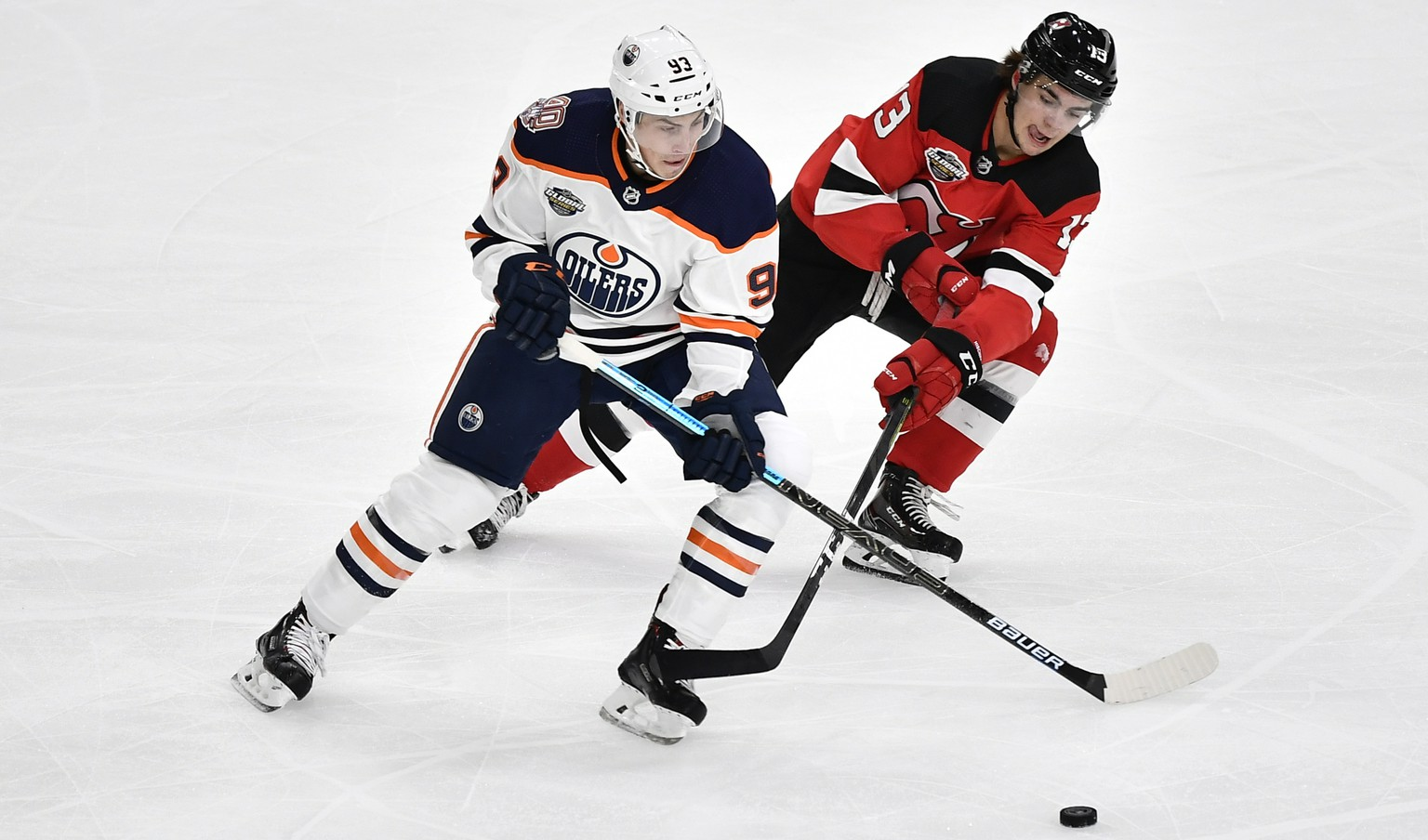 epa07074636 Edmonton Oilers Ryan Nugent-Hopkins (L) and New Jersey Devils Nico Hischier in action during the season-opening NHL Global Series icehockey match between Edmonton Oilers and New Jersey Devils at Scandinavium in Gothenburg, Sweden, 06 October 2018,  EPA/Bjorn Larsson Rosvall/TT EDITORIAL USE ONLY SWEDEN OUT  EDITORIAL USE ONLY