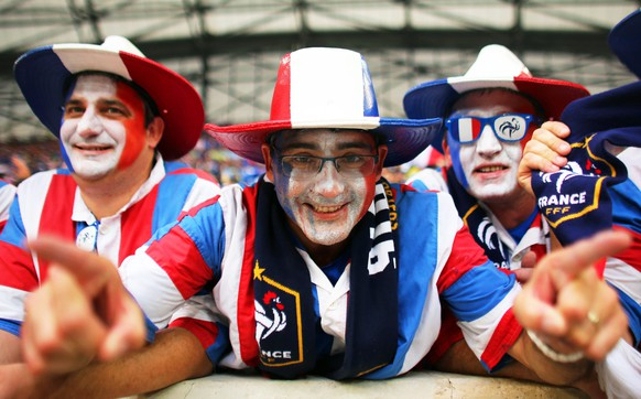 epa05367771 French fans pose before the UEFA EURO 2016 group A preliminary round match between France and Albania at Stade Velodrome in Marseille, France, 15 June 2016.  (RESTRICTIONS APPLY: For editorial news reporting purposes only. Not used for commercial or marketing purposes without prior written approval of UEFA. Images must appear as still images and must not emulate match action video footage. Photographs published in online publications (whether via the Internet or otherwise) shall have an interval of at least 20 seconds between the posting.)  EPA/OLIVER WEIKEN   EDITORIAL USE ONLY