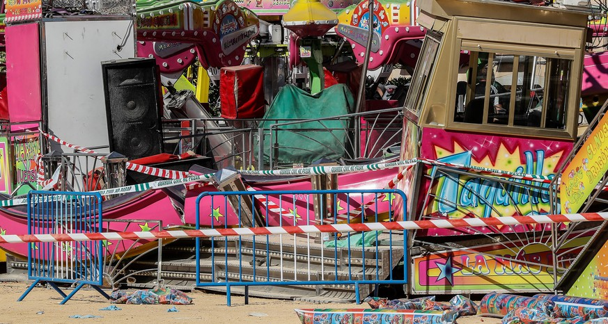epa07634603 A view of damage to an amusement ride after an accident occurred in the early hours at a fairground in San Jose de la Rinconada, Seville, Spain, 08 June 2019. The accident resulted in 28 people injured.  EPA/Jose Manuel vidal