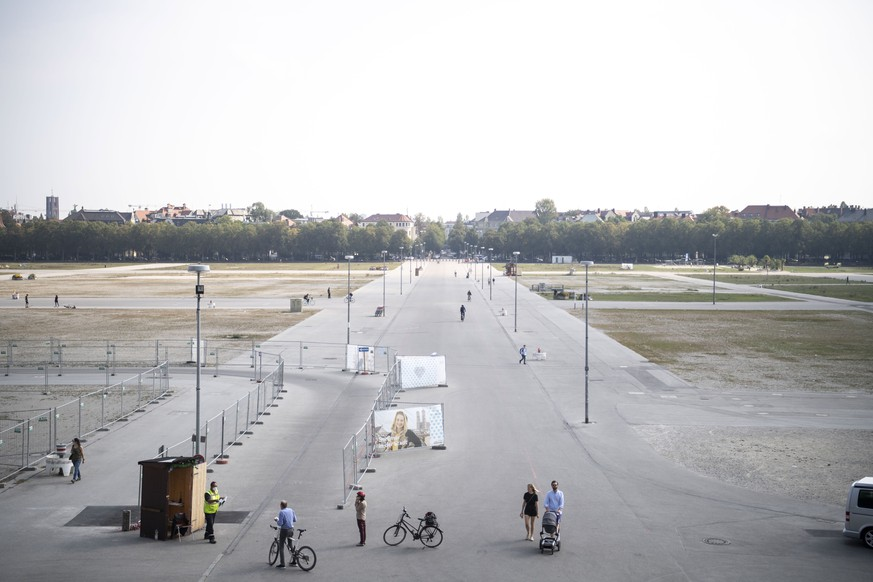 epa08675845 A general view on empty Theresienwiese, where annual beer festival Oktoberfest usually takes place in Munich, Germany, 17 September 2020. The annual Oktoberfest 2020 had to be cancelled due to the worldwide coronavirus pandemic.  EPA/LUKAS BARTH-TUTTAS