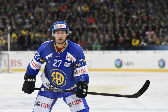 Davos' Per Ledin is pictured during the game between HC Davos and Team Canada, at the 90th Spengler Cup ice hockey tournament in Davos, Switzerland, Tuesday, December 27, 2016. (KEYSTONE/Gian Ehrenzeller)