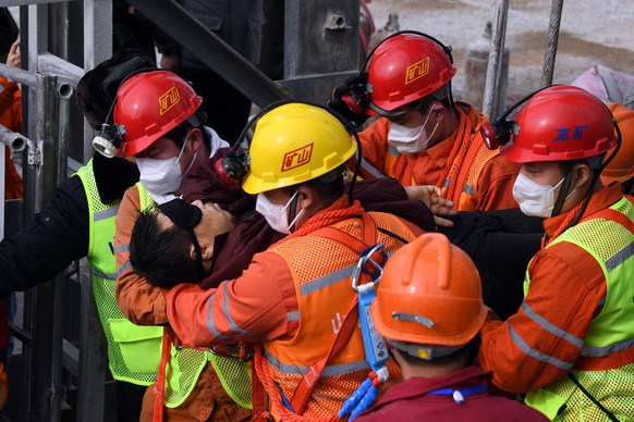 epaselect epa08961562 A picture released by Xinhua News Agency shows a trapped miner being lifted from a gold mine in Qixia City, east China's Shandong Province, 24 January 2021. The miner, who has been trapped underground for two weeks after a blast in a gold mine, was found by rescuers on 24 January morning that who is in extremely weak condition, was lifted from the mine at 11:13 a.m. on 24 January 2021. As many as twenty-two miners have been trapped about 600 meters underground since the mine blast on 10 January 2021 in Qixia, east China's Shandong Province.  EPA/CHEN HAO/XINHUA -- MANDATORY CREDIT: XINHUA --  EDITORIAL USE ONLY/NO SALES