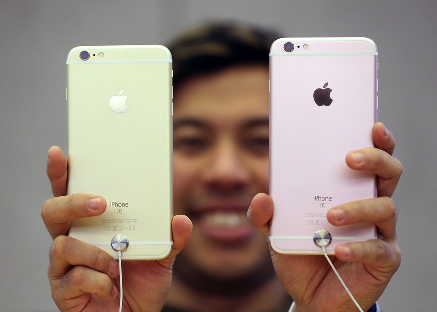 epa04947883 A man holds two new iPhone 6s phones, after their launch to the public inside the Apple store in Sydney, Australia, 25 September 2015, the first day of its sale worldwide. Apple expects initial sales of its newly introduced iPhone 6s are likely to beat a record set just last year. The iPhone is by far Apple's biggest earner, pulling in more than 60 percent of the company's annual revenue. In March, chief executive Tim Cook announced the company had sold 700 million of the smartphones since their launch in 2007.  EPA/DAVID MOIR AUSTRALIA AND NEW ZEALAND OUT