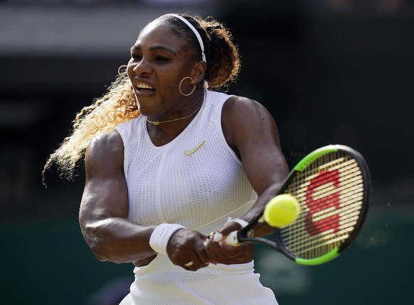 epa07695213 Serena Williams of the US returns to Kaja Juvan of Slovenia in their second round match during the Wimbledon Championships at the All England Lawn Tennis Club, in London, Britain, 04 July 2019. EPA/WILL OLIVER EDITORIAL USE ONLY/NO COMMERCIAL SALES