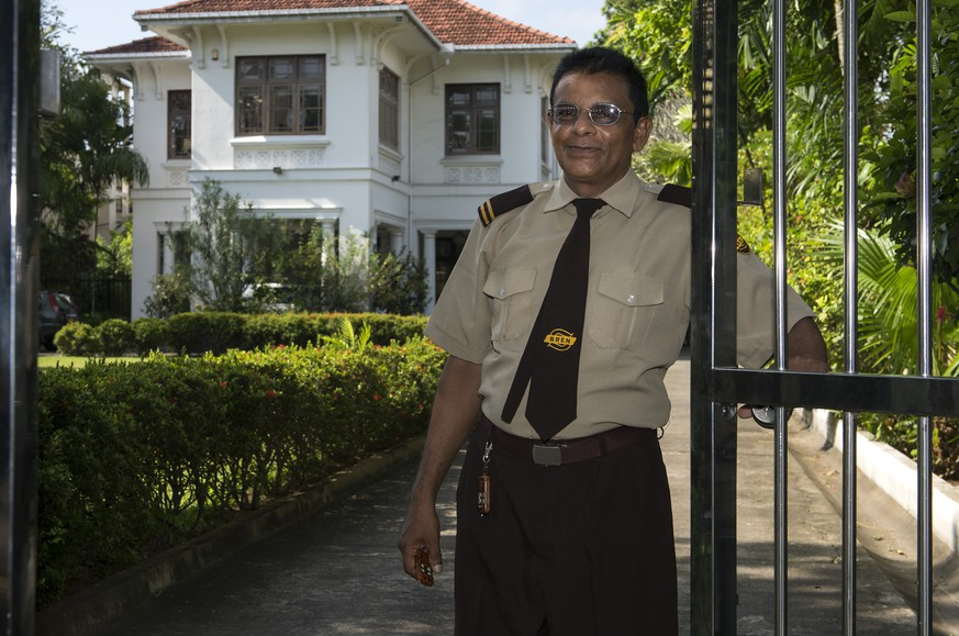A security guard poses for the photographer in front of the Swiss Embassy in Colombo, Sri Lanka, Monday, September 22, 2014. A media trip is organised by FDFA (Federal Department of Foreign Affairs) ten years after the tsunami in Sri Lanka. The end of 2004 will mark 10 years since tsunami struck the coast of South-East Asia and some parts of Africa. The tsunami struck the coast of Sri Lanka at 8.35 in the morning. More than 35'000 people died. (KEYSTONE/Anthony Anex)