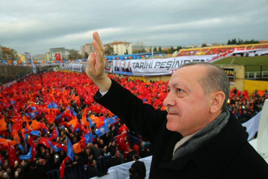 epa06457666 A handout photo made available by the Turkish President Press office shows Turkish President Recep Tayyip Erdogan speaking to his supporters in Usak city, Turkey, 20 January 2018.  EPA/TURKISH PRESIDENT PRESS OFFICE HANDOUT  HANDOUT EDITORIAL USE ONLY/NO SALES