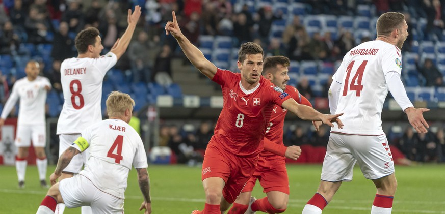 Switzerland's Remo Freuler, center, cheeers after scoring during the UEFA Euro 2020 qualifying Group D soccer match between Switzerland and Denmark at the St. Jakob-Park stadium in Basel, Switzerland, on Tuesday, March 26, 2019. (KEYSTONE/Georgios Kefalas)
