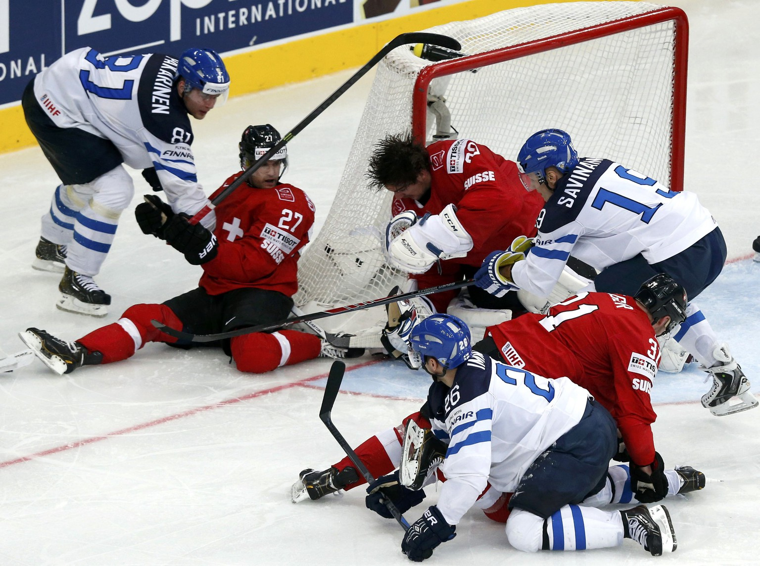 Switzerland's goalie Reto Berra drops his helmet as he defends during the third period of their men's ice hockey World Championship Group B game against Finland at Minsk Arena in Minsk May 16, 2014.  REUTERS/Alexander Demianchuk (BELARUS  - Tags: SPORT ICE HOCKEY)