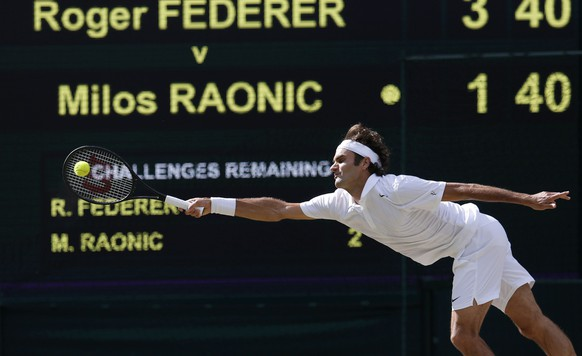 Roger Federer of Switzerland hits a return during his men's singles semi-final tennis match against Milos Raonic of Canada at the Wimbledon Tennis Championships, in London July 4, 2014.         REUTERS/Suzanne Plunkett (BRITAIN  - Tags: SPORT TENNIS)