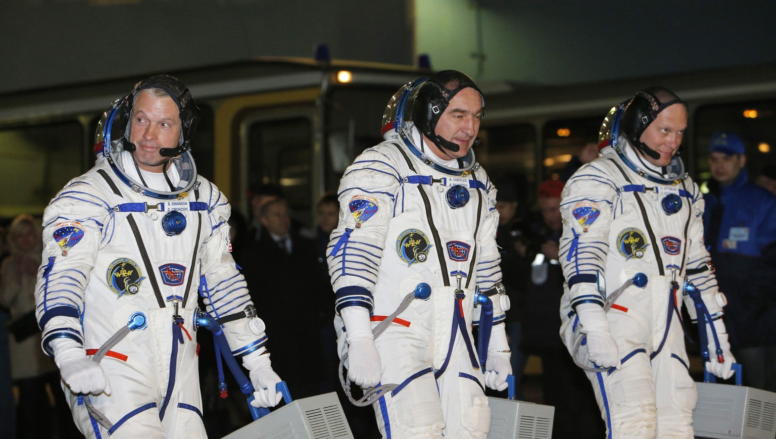 Members of the International Space Station (ISS) crew, (L-R) U.S. astronaut Steven Swanson and Russian cosmonauts Alexander Skvortsov and Oleg Artemyev walk prior their launch at the Baikonur cosmodrome March 26, 2014. REUTERS/Maxim Shemetov (KAZAKHSTAN - Tags: SCIENCE TECHNOLOGY TRANSPORT)