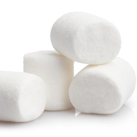 Das Wort «marsh» ist lateinisch und bedeutet sinngemäss «fluffig». Darum heissen Marshmallows auch Marshmallows. Da die Oberfläche des Mars ähnlich «weich» ist, ergab sich der Name.