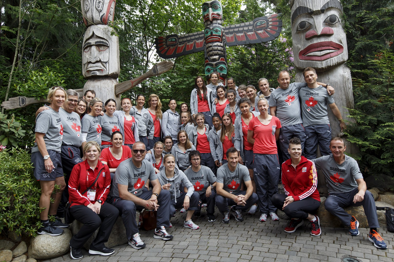 Switzerland's players and Switzerland's staff pose in front of Totem Poles, during an excursion at the Capilano Bridge Suspension Park, in Vancouver, Canada, Thursday, June 4, 2015. The Switzerland national soccer team prepare its the FIFA Women's World Cup Canada 2015. (KEYSTONE/Salvatore Di Nolfi)