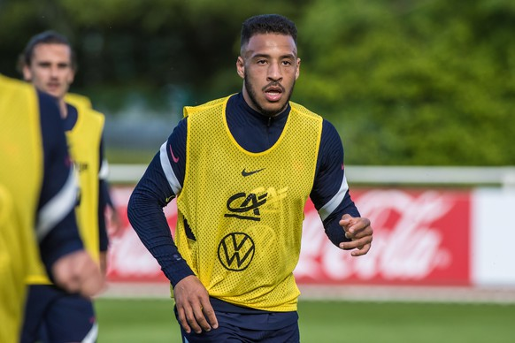 epa09231992 French national soccer team player Corentin Tolisso attends his team's training session in Clairefontaine-en-Yvelines, outside Paris, France, 27 May 2021. The French team is preparing for the upcoming UEFA EURO 2020 soccer championship.  EPA/CHRISTOPHE PETIT TESSON