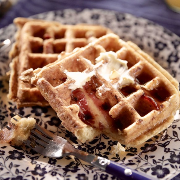 waffles with bacon waffeln speck frühstück breakfast essen food http://chinese.fansshare.com/gallery/photos/18987284/yw-bacon-waffles-rendhgtvcom-american-breakfast/?displaying