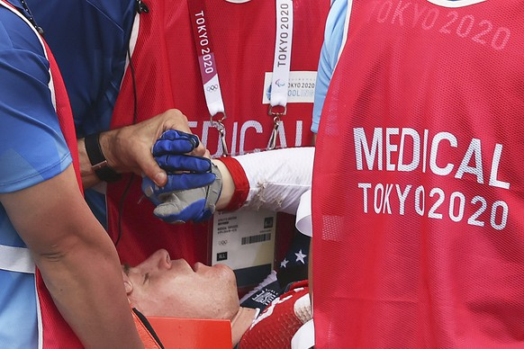 epa09378674 Connor Fields (C) of USA receives medical attention after crashing at the Men's Cycling BMX Racing semifinal during the Cycling BMX Racing events of the Tokyo 2020 Olympic Games at the Ariake Urban Sports Park in Tokyo, Japan, 30 July 2021.  EPA/FAZRY ISMAIL