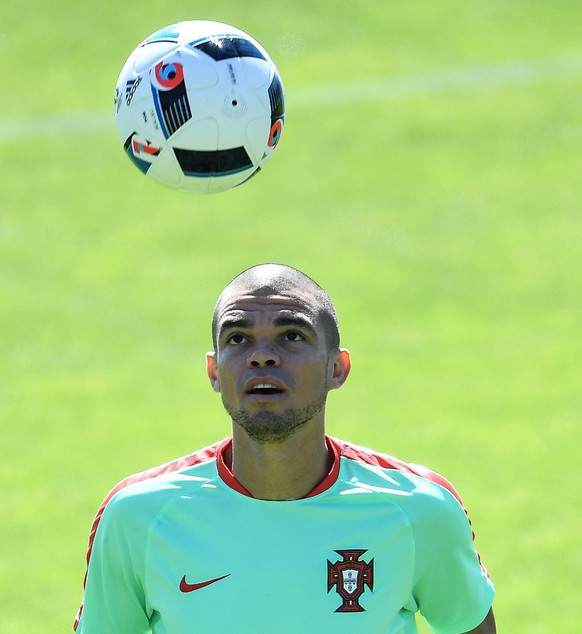 epa05416691 Portugal's Pepe during a training session at the French national rugby team's camp in Marcoussis near Paris, France, 09 July 2016. Portugal faces France on 10 July in the UEFA Euro 2016 Final.  EPA/FILIP SINGER
