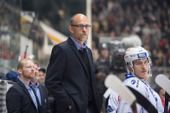 Zurich's head coach Hans Kossmann reacts during the first match of the playoff final of the National League between HC Lugano and ZSC Lions, at the ice stadium Resega in Lugano, on Thursday, April 12, 2018. (KEYSTONE/Ti-Press/Samuel Golay)