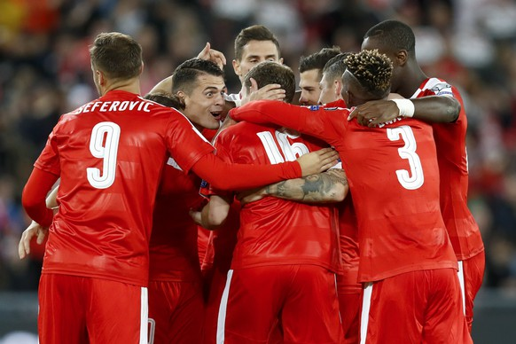 Switzerland's Steven Zuber, hidden, celebrates with teammates after scoring the 4-0 during the 2018 Fifa World Cup Russia group B qualification soccer match between Switzerland and Hungary in the St. Jakob-Park stadium in Basel, Switzerland, on Saturday, October 7, 2017. (KEYSTONE/Peter Klaunzer)