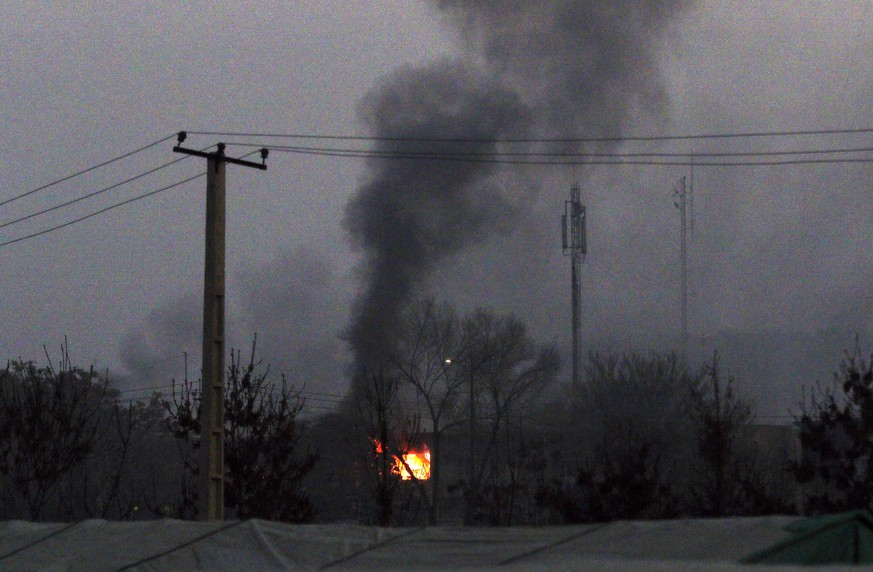 epa07247642 Flames rise from the scene of a suicide car bomb attack in Kabul, Afghanistan, 24 December 2018. A group of insurgents attacked an Afghan government building in Kabul on 24 December. There was no immediate word on casualties in the attack on the complex that houses the Ministry for Labour,Social Affairs, Martyrs, and Disabled.  EPA/HEDAYATULLAH AMID