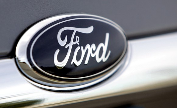 epa07262156 (FILE) - A Ford Motor Company logo on a vehicle at Bob Maxey Ford dealership in Detroit, Michigan, USA, 20 October 2005 (reissued 04 January 2019). According to media reports, US carmaker Ford is recalling over 950,000 vehicles worldwide over faulty Takata passenger airbag inflators.  EPA/JEFF KOWALSKY *** Local Caption *** 02303947