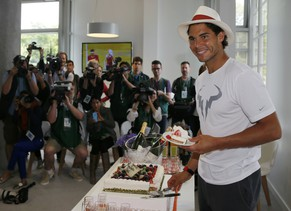 Rafael Nadal of Spain poses for photographers with his birthday cake during the French Open tennis tournament at the Roland Garros stadium in Paris June 3, 2014.   REUTERS/Gonzalo Fuentes (FRANCE  - Tags: SPORT TENNIS)