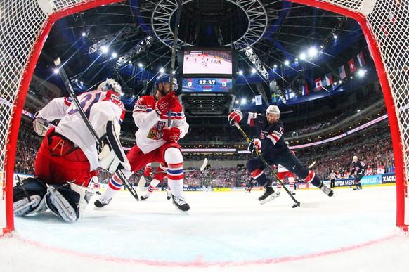 PRAGUE, CZECH REPUBLIC - MAY 17:  Nick Bonino #13 (R) of USA scores the opening goal during the 2015 IIHF Ice Hockey World Championship bronze medal game between Czech Republic and USA at the O2 Arena on May 17, 2015 in Prague, Czech Republic.  (Photo by IIHF/Pool/Getty Images)