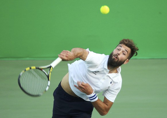 2016 Rio Olympics - Tennis - Preliminary - Men's Singles Second Round - Olympic Tennis Centre - Rio de Janeiro, Brazil - 09/08/2016. Benoit Paire (FRA) of France in action against Fabio Fognini (ITA) of Italy. REUTERS/Kevin Lamarque FOR EDITORIAL USE ONLY. NOT FOR SALE FOR MARKETING OR ADVERTISING CAMPAIGNS.