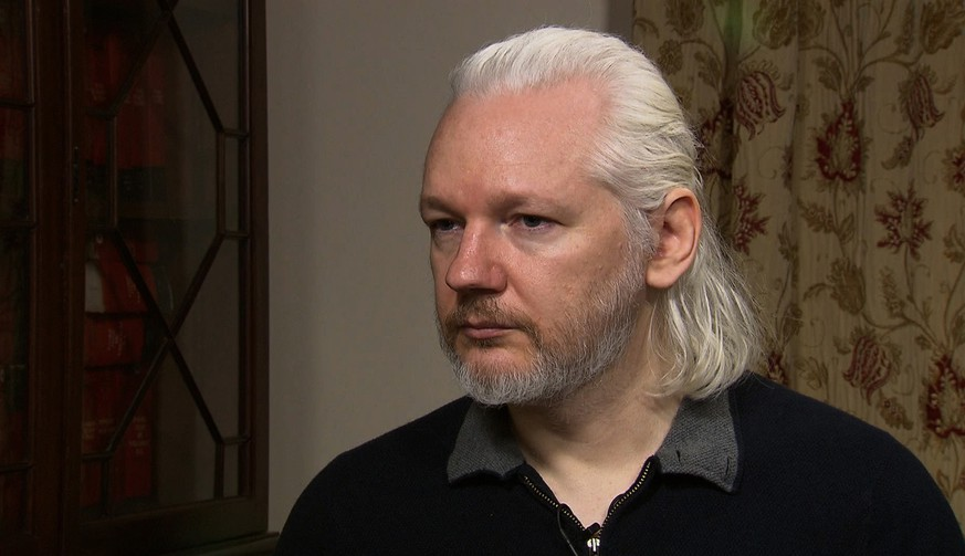 julian assange wikileaks whistleblower london ecuador interview haare frisur legolas vokuhila https://www.democracynow.org/2015/8/14/britain_challenges_julian_assange_s_asylum
