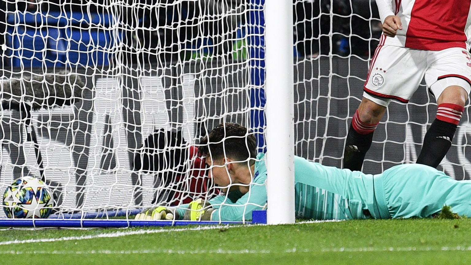 epa07975073 Goalkeeper Kepa of Chelsea is beaten as Ajax score their third goal during the UEFA Champions League Group H match between Chelsea FC and Ajax Amsterdam in London, Britain, 05 November 2019.  EPA/NEIL HALL