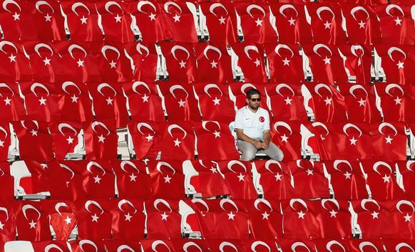 Football Soccer - Spain v Turkey - EURO 2016 - Group D - Stade de Nice, Nice, France - 17/6/16 A Turkey fan before the game REUTERS/Eric Gaillard Livepic