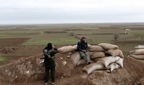 epa04595716 Members of Syrian Kurdish People's Defence Units (YPG) guard a hilltop position in Kobane, Syria, 30 January 2015. According to reports Kurdish fighters claim to have pushed militants from the group calling themselves the Islamic State (IS) out of the whole of Kobane following four months of fighting, which included airstrikes carried out by an international anti-IS coalition, though the area surrounding the town, which lies close to the Syrian-Turkish border, remains in the hands of IS.  EPA/SEDAT SUNA