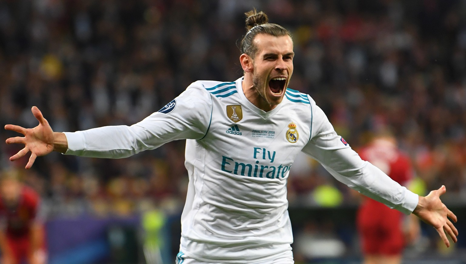 epaselect epa06765754 Real Madrid's Gareth Bale celebrates scoring the 2-1 lead during the UEFA Champions League final between Real Madrid and Liverpool FC at the NSC Olimpiyskiy stadium in Kiev, Ukraine, 26 May 2018.  EPA/GEORGI LICOVSKI