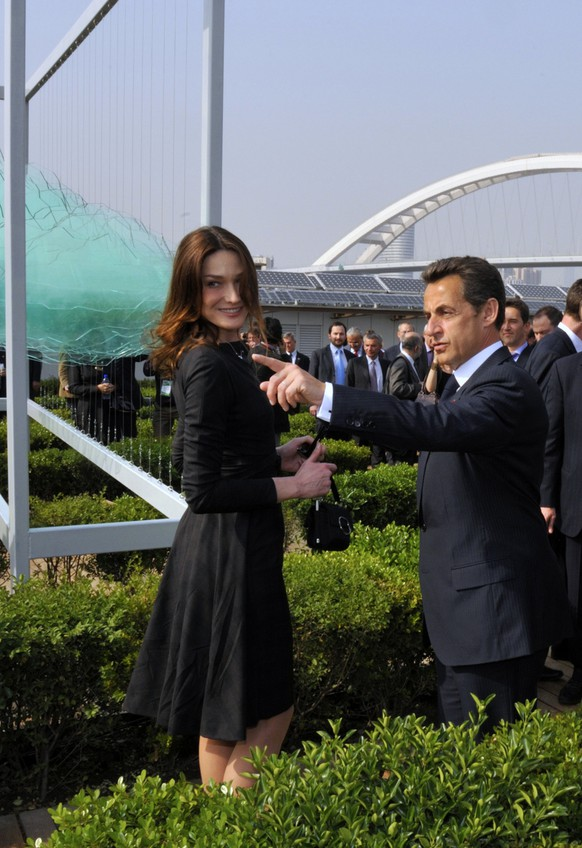 French President Nicolas Sarkozy, center, his wife Carla Bruni-Sarkozy visit the French pavilion during a visit at the Shanghai World Expo site in Shanghai, Friday, April 30, 2010.(AP Photo/Philippe Wojazer, Pool)