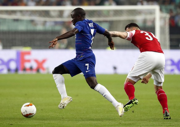 epa07610958 Chelsea's N'Golo Kante (L) in action against Arsenal's Granit Xhaka (R) during the UEFA Europa League final between Chelsea FC and Arsenal FC at the Olympic Stadium in Baku, Azerbaijan, 29 May 2019.  EPA/MAXIM SHIPENKOV