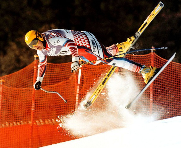 Austrian Patrick Ortlieb takes a high-speed, high-flying tumble during the final training at Kitzbuhel Thursday January 21, 1999, ahead of tomorrow's Men's World Cup Downhill event and suffered a number of injuries. (KEYSTONE/EPA PHOTO/CALLE TORNSTROM.)