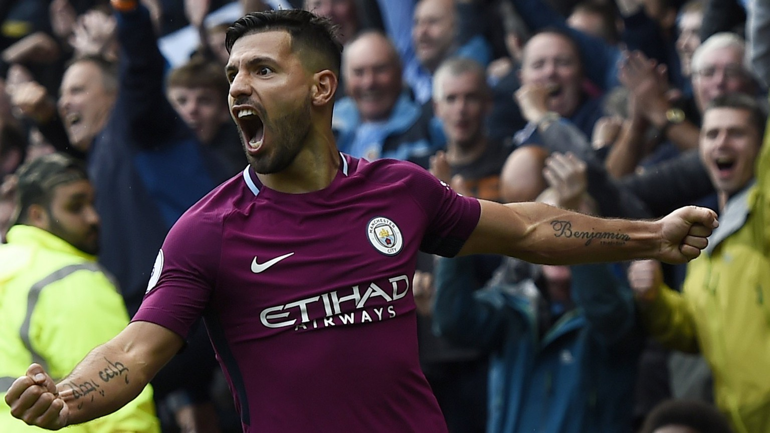 epa06208862 Manchester City's Sergio Aguero  celebrates after scoring against Watford during their Premier League match at Vicarage Road Stadium Watford, Britain, 16 September 2017.  EPA/WILL OLIVER EDITORIAL USE ONLY. No use with unauthorized audio, video, data, fixture lists, club/league logos or 'live' services. Online in-match use limited to 75 images, no video emulation. No use in betting, games or single club/league/player publications.