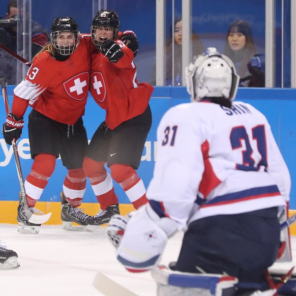 epa06511264 Sara Benz (2L) and Alina Muller (3L) of Switzerland celebrate a goal against Korea  during the women's Ice Hockey match between Switzerland and the joint team of Korea at the Kwandong Hockey Centre during the PyeongChang Winter Olympic Games 2018, in Gangneung, South Korea, 10 February 2018.  EPA/JAVIER ETXEZARRETA