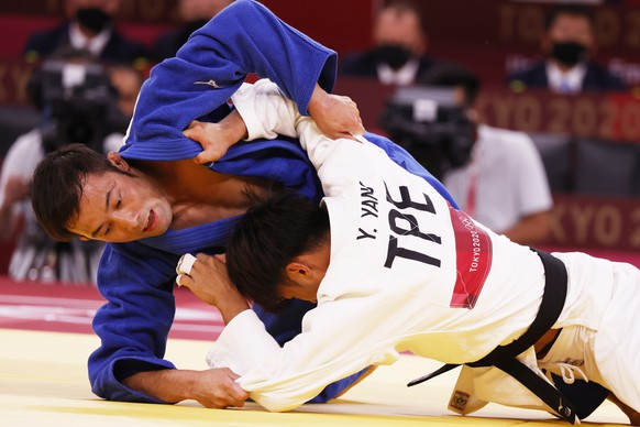 epa09361680 Naohisa Takato (blue) of Japan in action against Yung-wei Yang (white) of Chinese Taipei during their bout in the Men -60 kg Final at Judo competitions of the Tokyo 2020 Olympic Games at the Nippon Budokan arena in Tokyo, Japan, 24 July 2021.  EPA/JEON HEON-KYUN