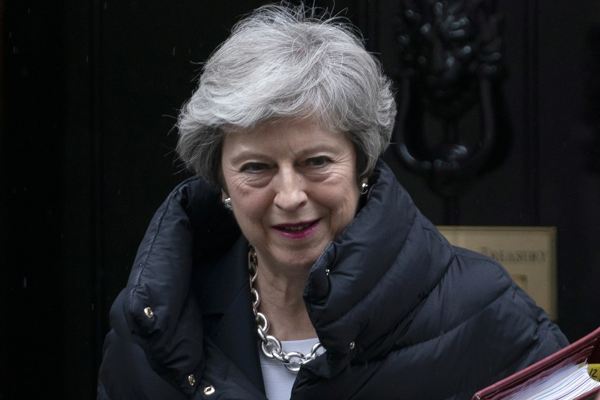epa07555316 British Prime Minister Theresa May leaves 10 Downing Street to attend Prime Ministers Questions (PMQs) at the House of Commons, Central London, Britain, 08 May 2019.  EPA/WILL OLIVER